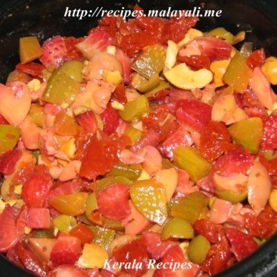 Strawberry Sun Dried Tomato Salad